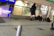 【悲報】渋谷駅でハゲがまんさんに土下座させられてしまうwwwwwwwwwwww